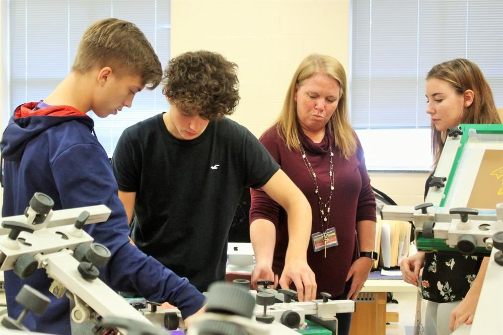 Cherie Ramsey Lends a Hand at Northern High School