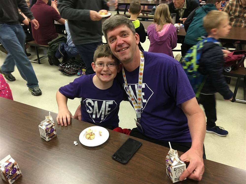 South Mountain Elementary Hosts Donuts with Dads